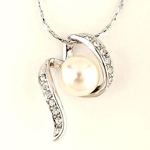 Elegantní náhrdelník s perlou