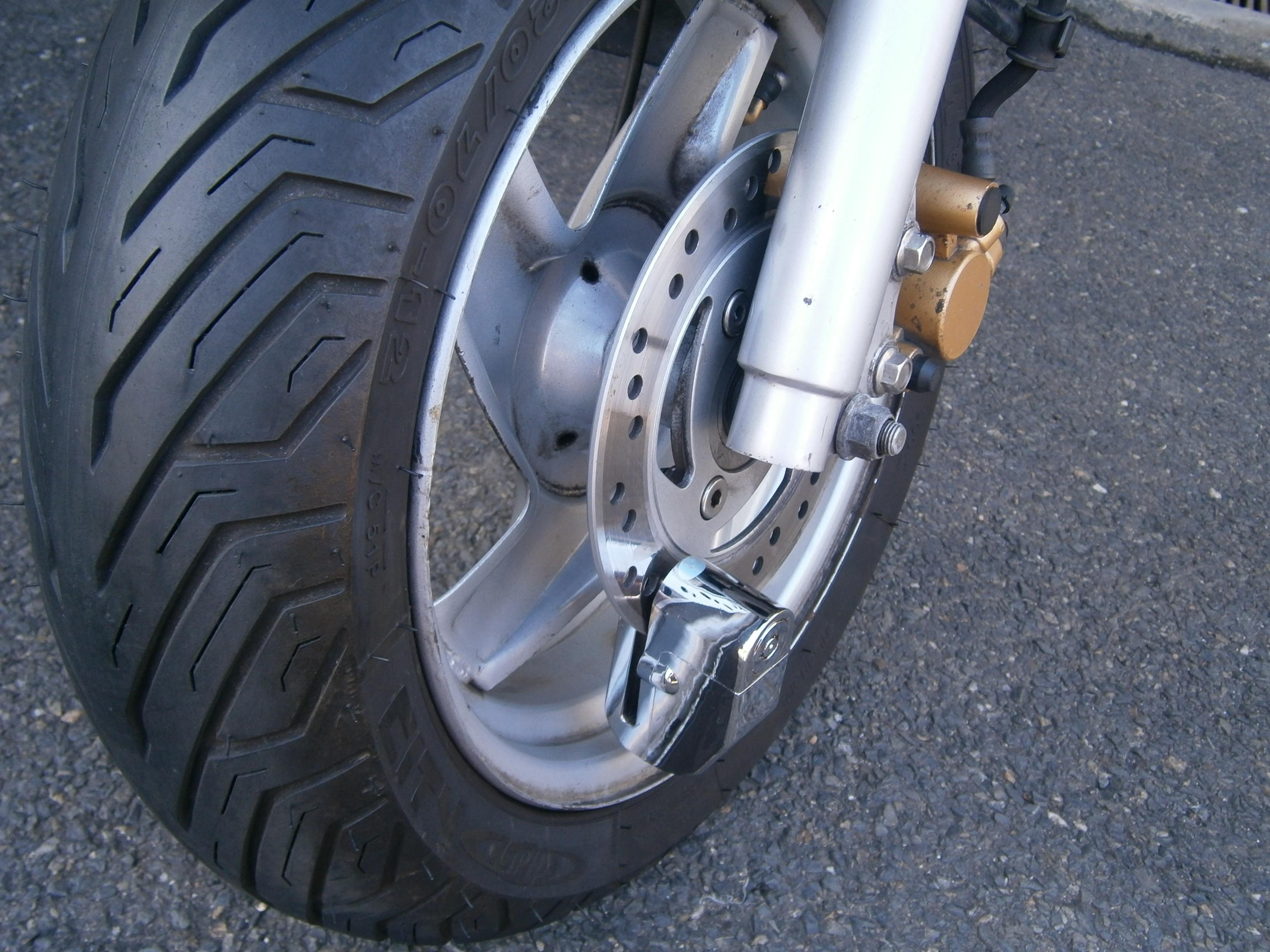ocelovy zamek na motorku