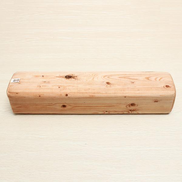Polštář ve tvaru kusu dřeva