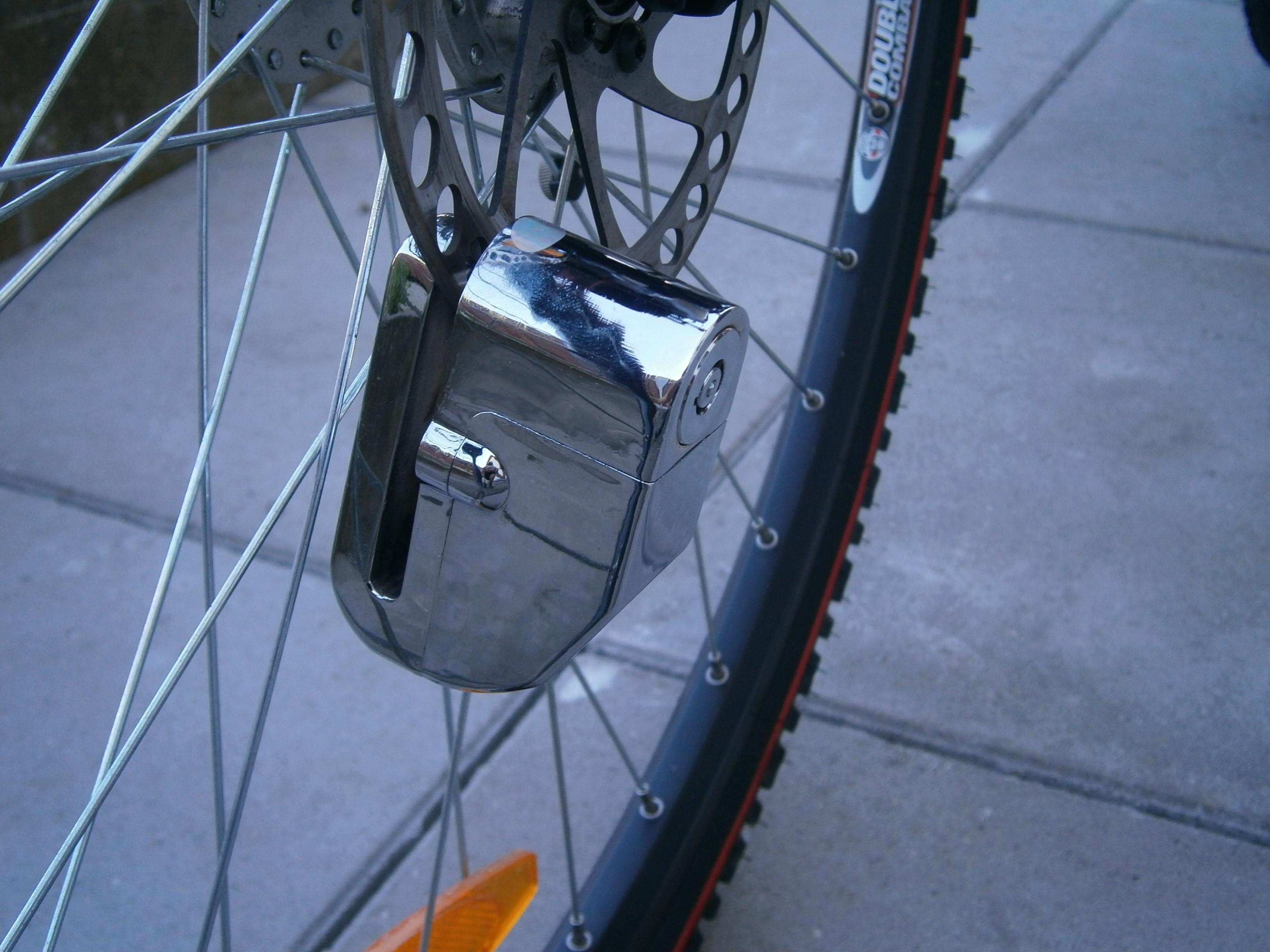 ocelovy zamek motorku / kolo