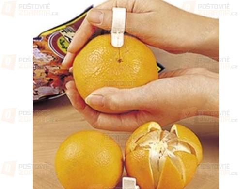 Praktická pomůcka na loupání citrusů