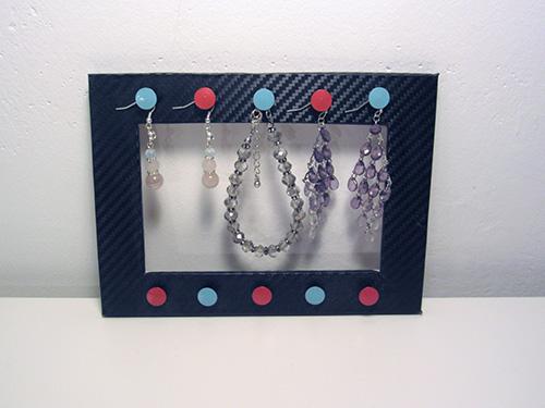 Stojánek na šperky z rámečku