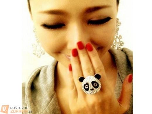 Prstýnek ve tvaru pandy - třpytivé kamínky