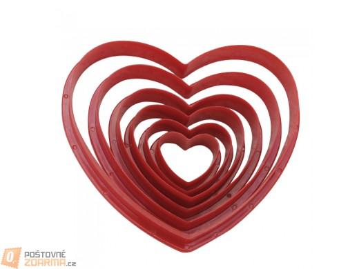 Sada 6 kusů plastových vykrajovátek ve tvaru srdce