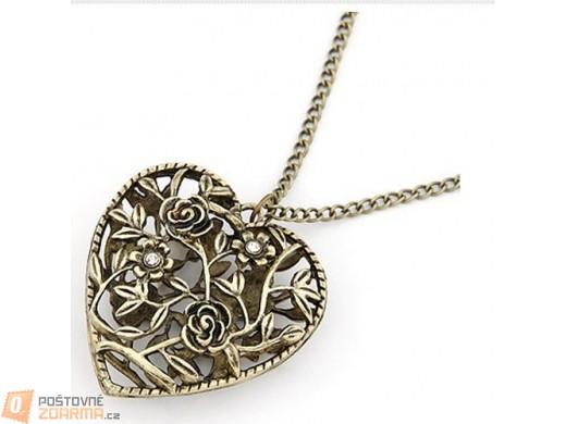 Vintage náhrdelník s přívěskem ve tvaru srdce propleteného růžemi