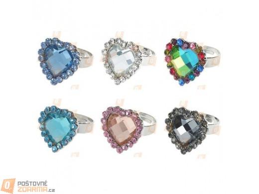 Prstýnek se srdcem z velkého broušeného kamene v 6 barvách