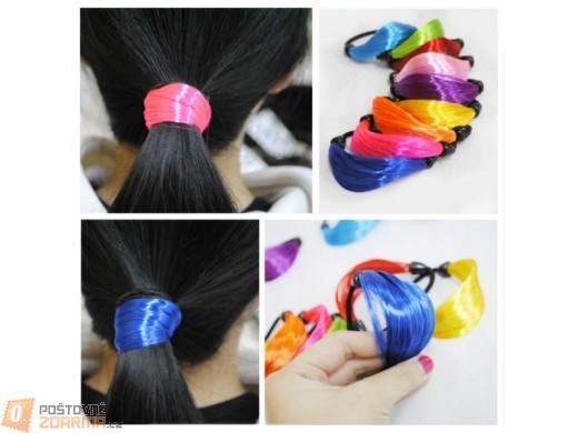 Gumička s barevnými vlasy