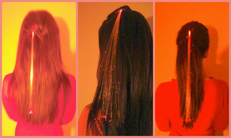 Svítící proužky v rozpuštěných vlasech a culíku