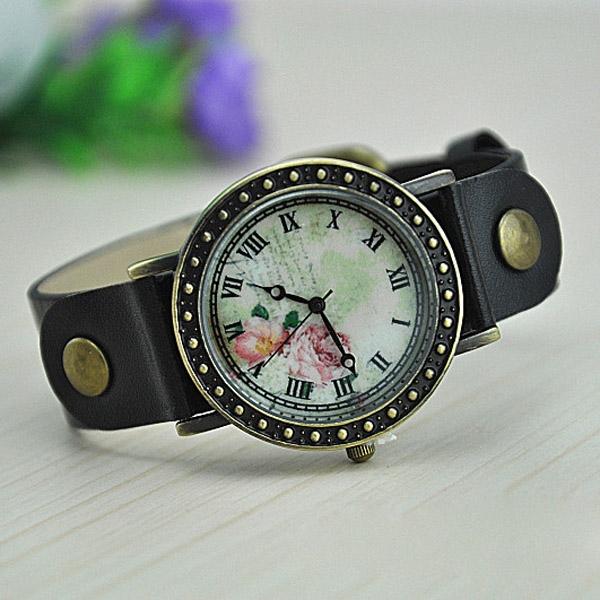 Dámské náramkové hodinky v retro stylu