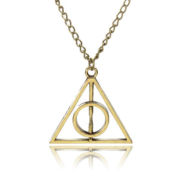 Náhrdelník s přívěskem ve tvaru trojúhelníku