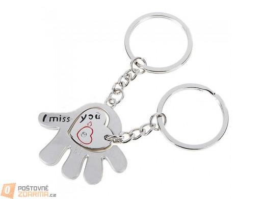 Přívěsek na klíče s motivem srdce na dlani